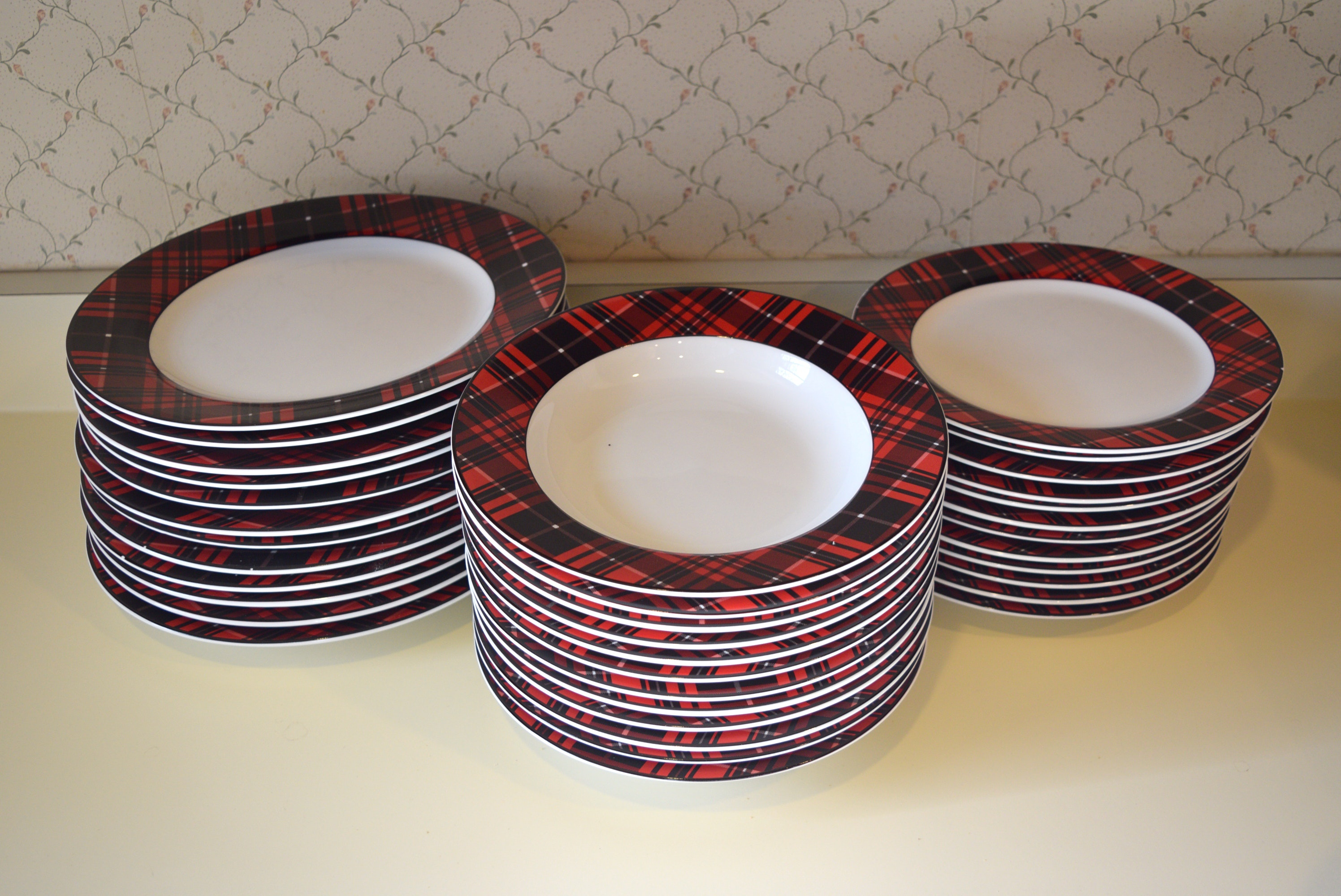 Porcelain Plaid Dinnerware for Twelve ... & Porcelain Plaid Dinnerware for Twelve : EBTH