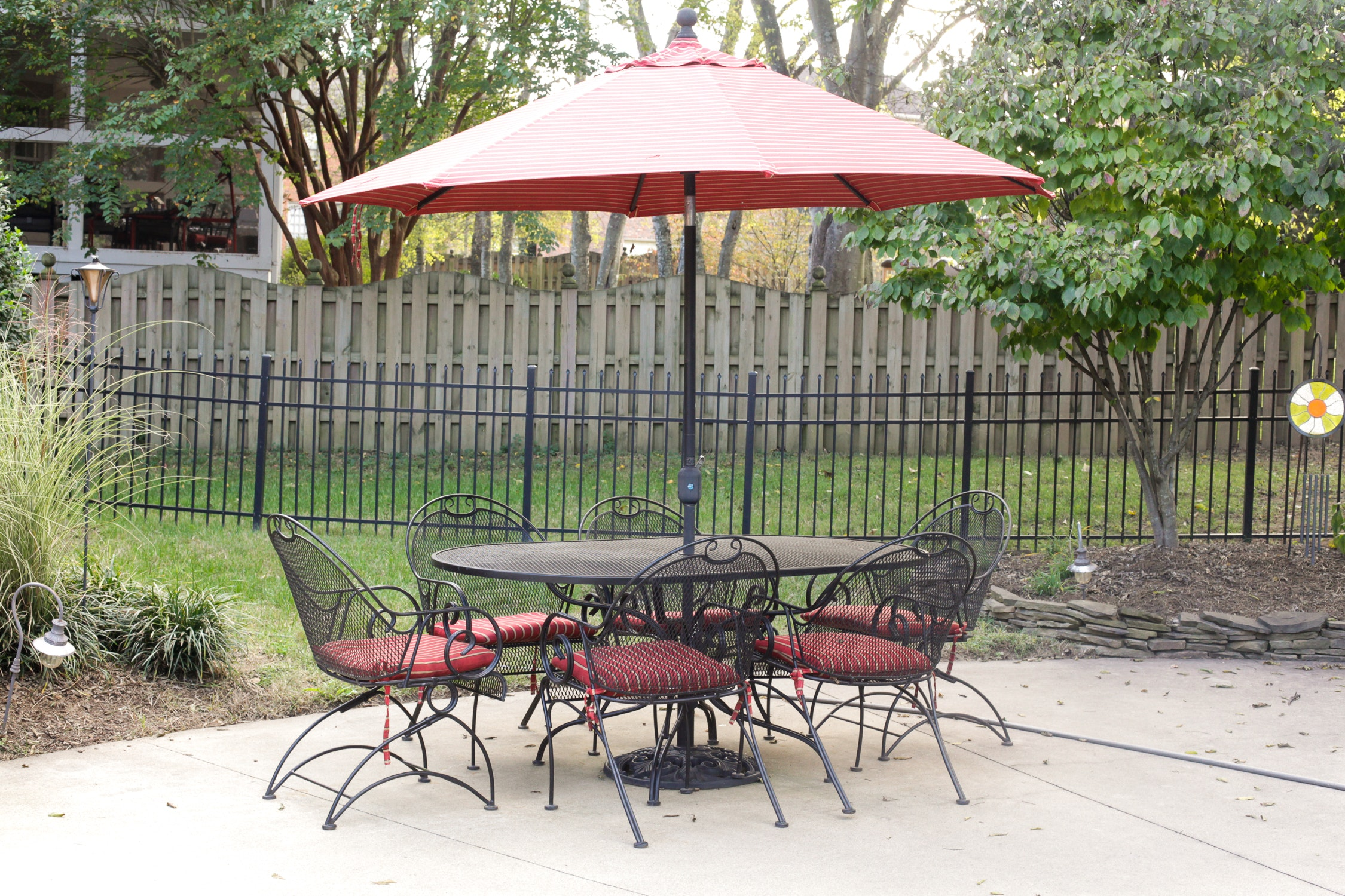 Patio Table With Chairs and Umbrella EBTH