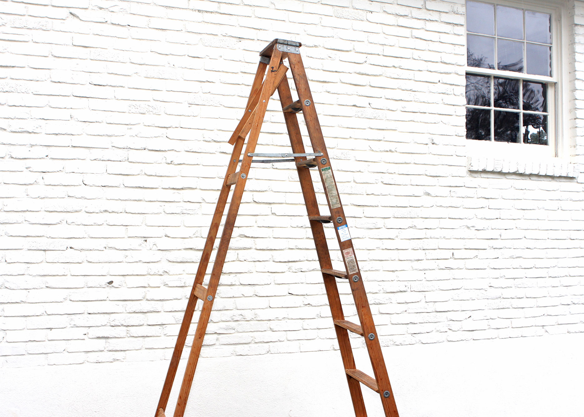 8 Ft Wooden Ladder