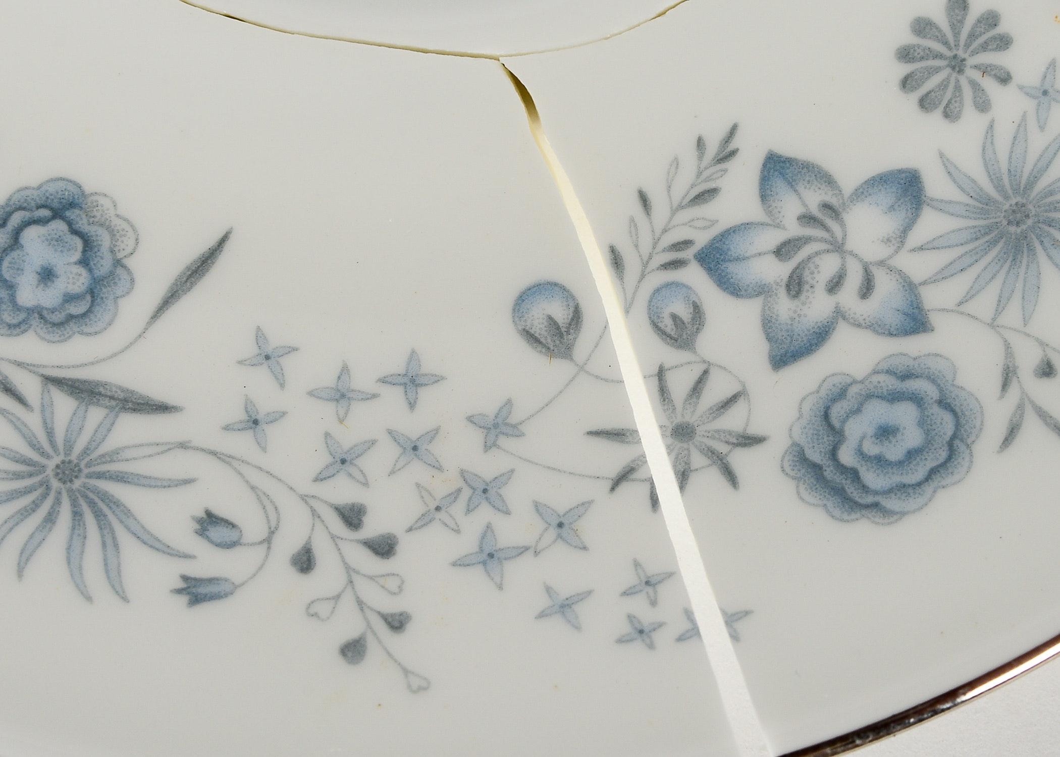 Generous Set Of Wedgwood Quot Belle Fleur Quot Bone China Ebth