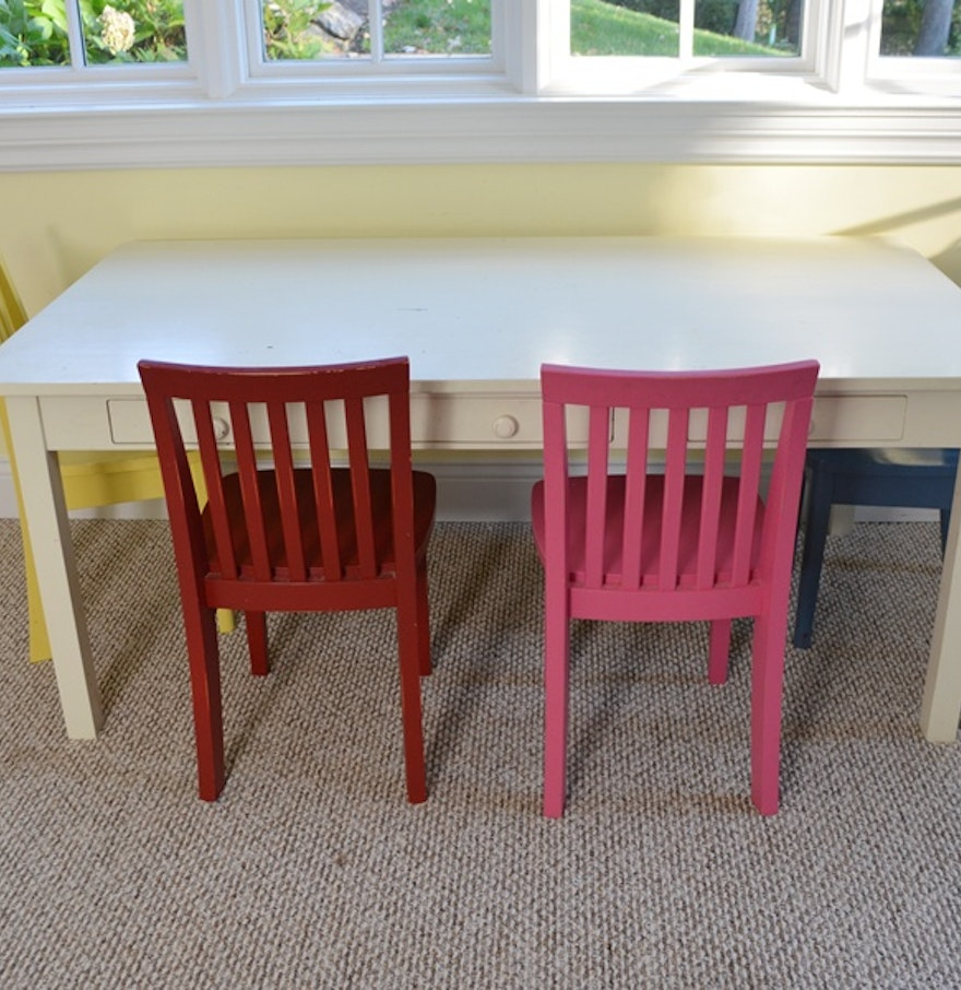 pottery barn kids white craft table and four carolina chairs ebth. Black Bedroom Furniture Sets. Home Design Ideas