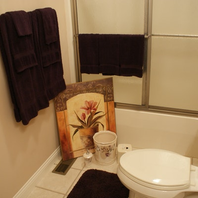 Vintage linens bedding and textiles vintage fabric for Plum bathroom ideas