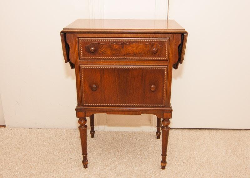 Vintage Hekman Furniture Co. Drop Leaf End Table ...