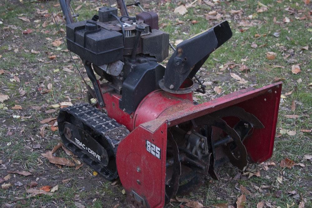 Snow Blower 24 >> Atlas 825 Trac + Drive Snow Blower : EBTH