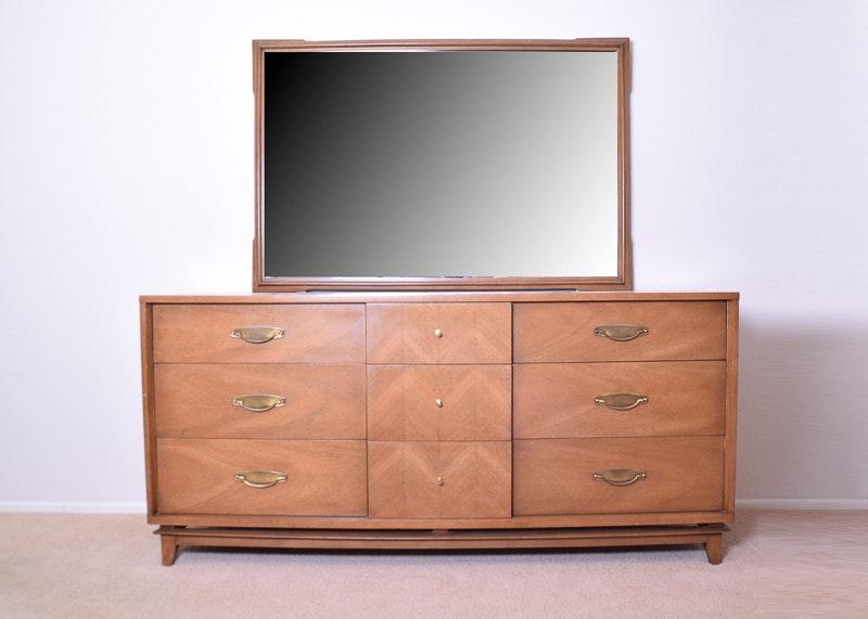 Kent Coffey Signet Dresser With Mirror