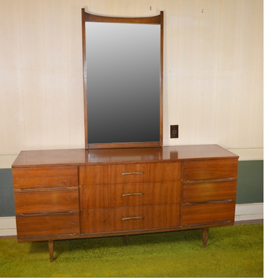 Harmony House Mid Century Modern Nine Drawer Dresser And Mirror