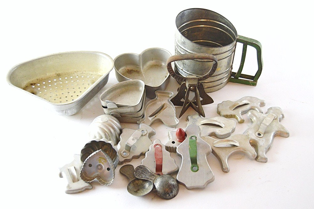 vintage cookie cutters and kitchen collectibles ebth