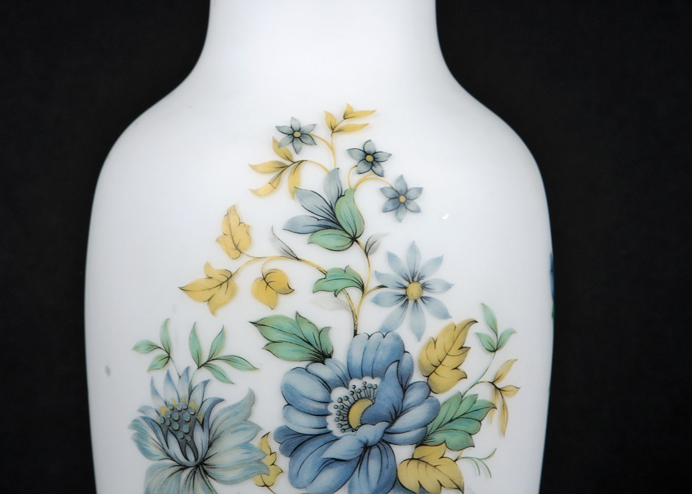 Buds Auto Sales >> Norleans Italian Frosted Satin Vase with Blue Flowers | EBTH