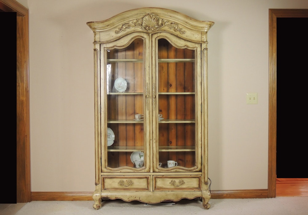 Merveilleux French Country China Cabinet