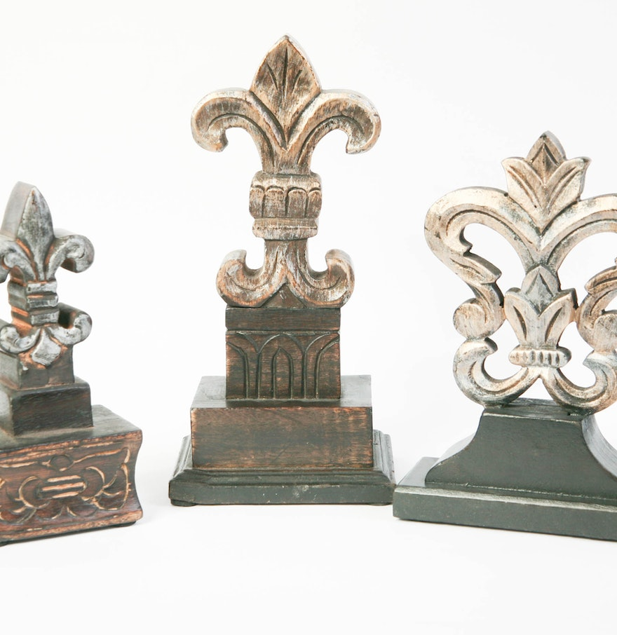 Trio of wooden fleur de lis decor ebth for Fleur de lis home decorations