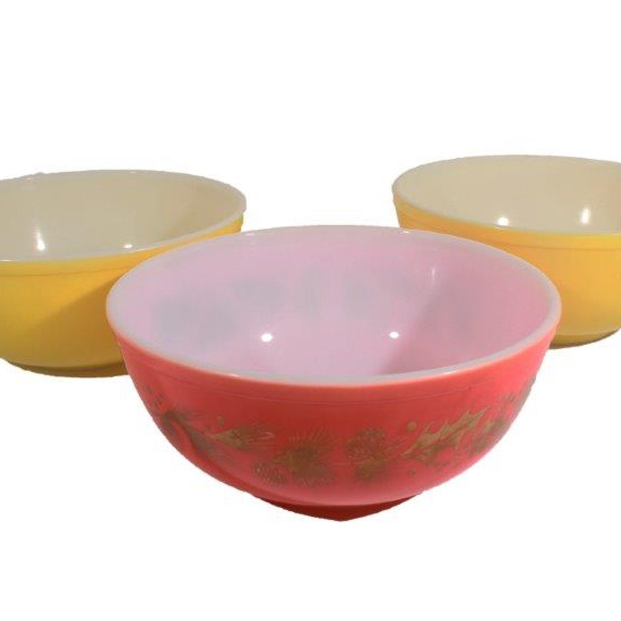 Trio of Vintage Pyrex Mixing Bowls : EBTH