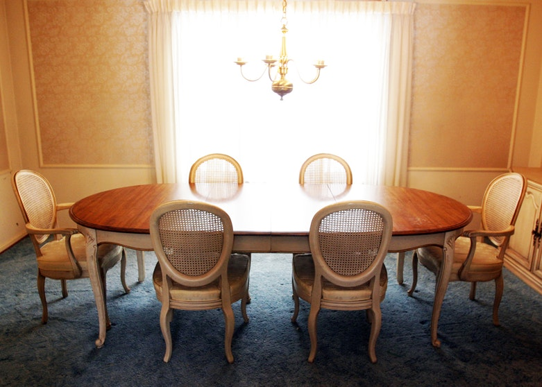 Davis Cabinet Company Dining Table and Chairs - Online Furniture Auctions Vintage Furniture Auction Antique