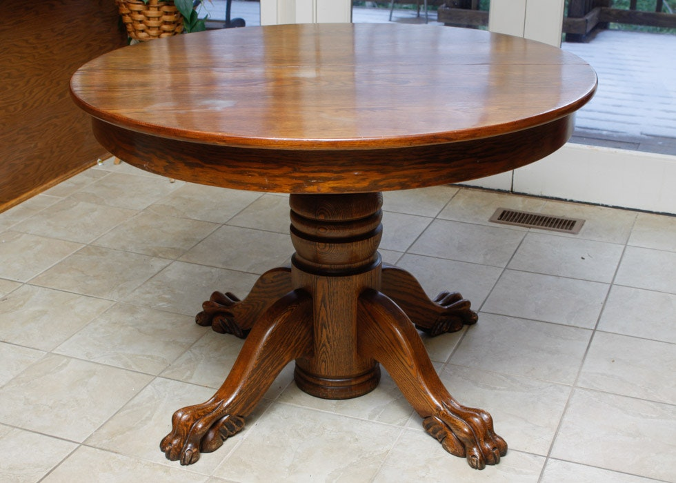 Exceptionnel Round Oak Clawfoot Table ...