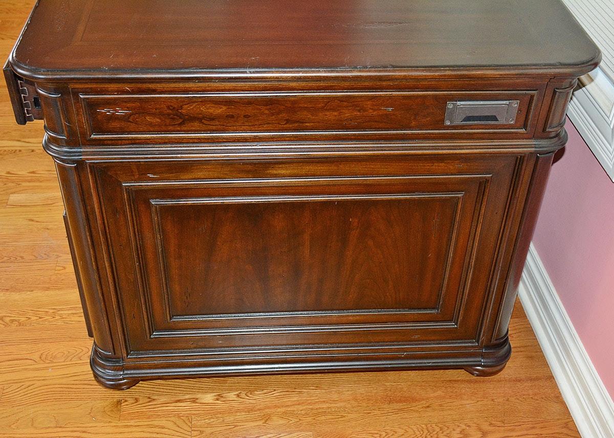Worthington Executive Desk By Havertys Furniture Ebth