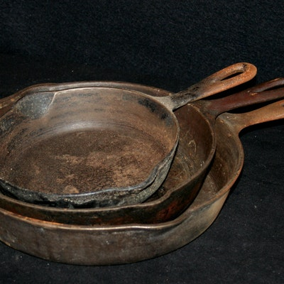 vintage cookware auctions antique cookware for sale in mariemont oh antiques collectibles. Black Bedroom Furniture Sets. Home Design Ideas