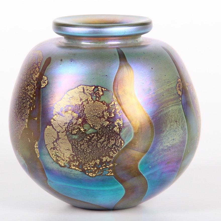 Signed Robert Eickholt Iridescent Hand Blown Vase Ebth