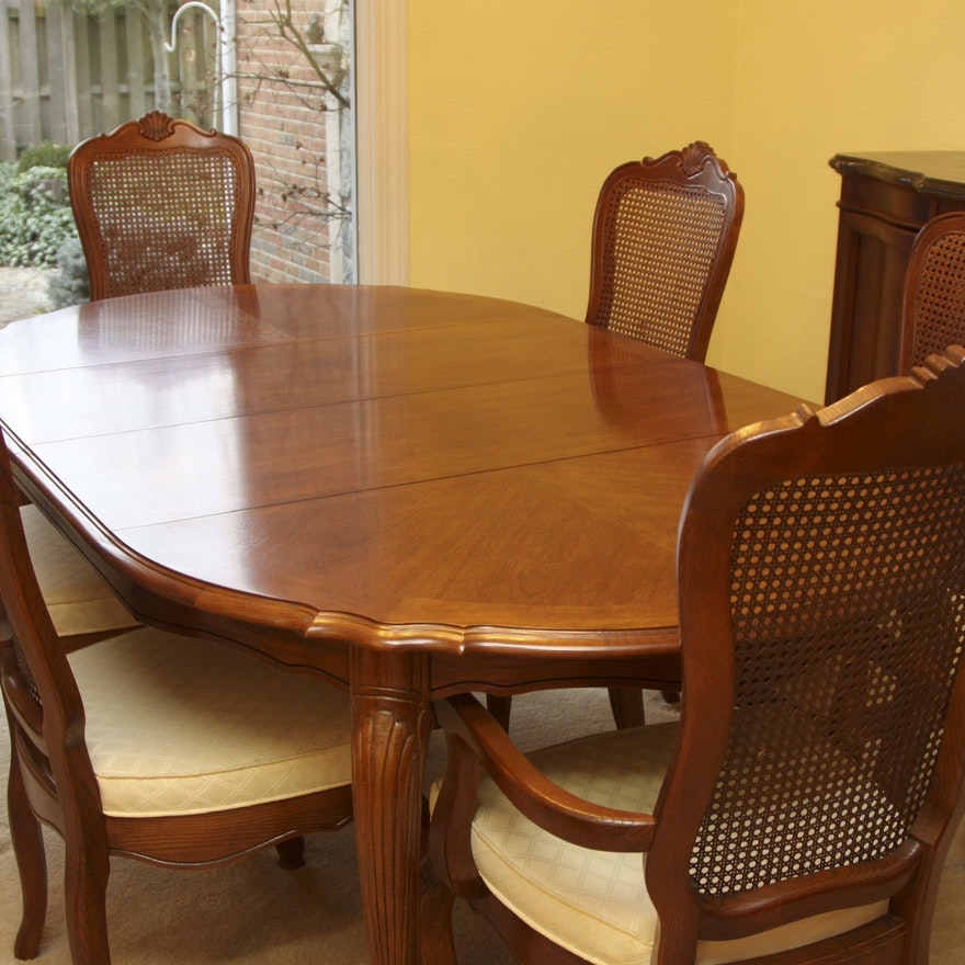 Stanley Furniture Oak Veneer Dining Table and Chairs : EBTH