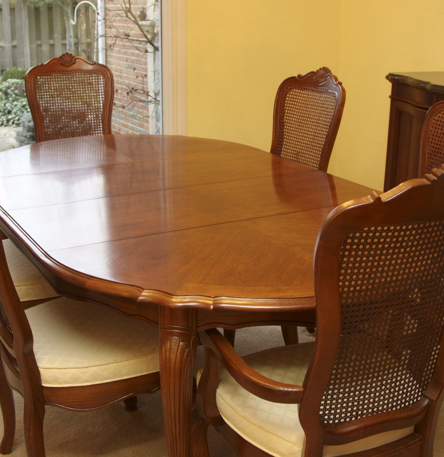 Stanley furniture oak veneer dining table and chairs ebth - Oak veneer dining table ...