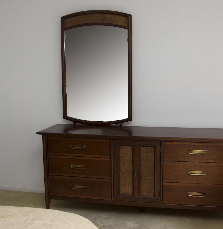 mid century modern dresser with mirror by stanley furniture ebth. Black Bedroom Furniture Sets. Home Design Ideas