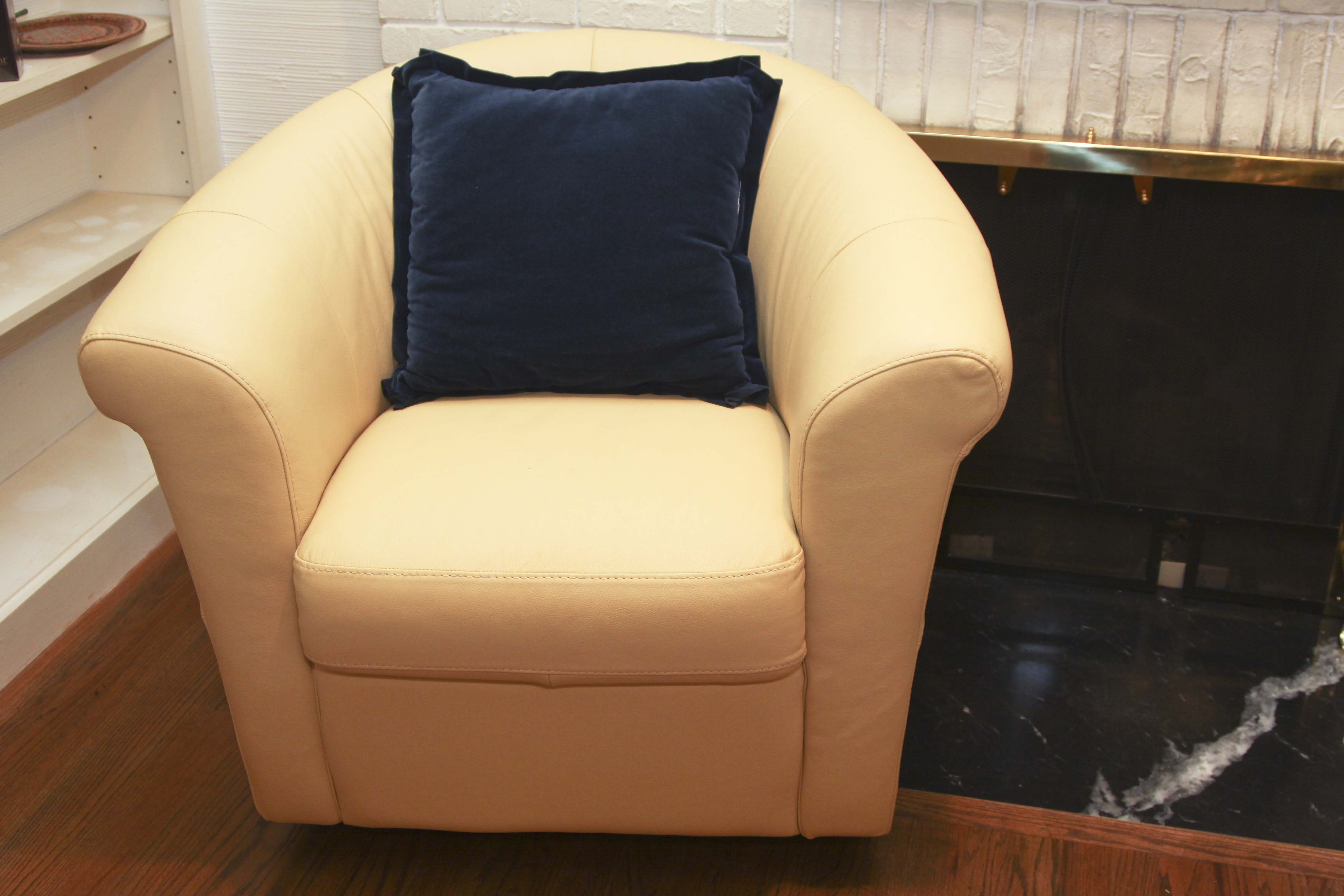 Italsofa Buttercup Yellow Leather Swivel Chair Ebth