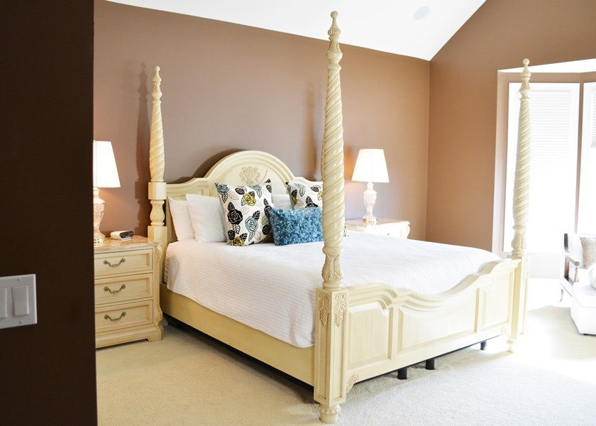 Thomasville French Vanilla Cream Four Poster King Bed ... & Thomasville French Vanilla Cream Four Poster King Bed : EBTH
