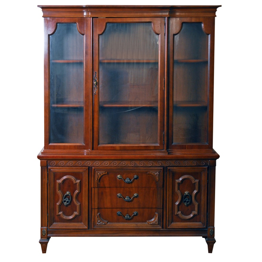 Basset Funiture: Vintage Bassett Furniture China Cabinet
