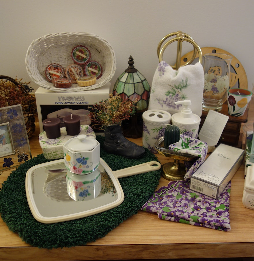 collectibles decorative and bathroom items ebth