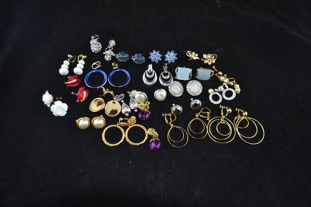 23 Pairs Of Vintage 1950s-1960s Signed Costume Jewelry Earrings ... & 23 Pairs Of Vintage 1950s-1960s Signed Costume Jewelry Earrings : EBTH