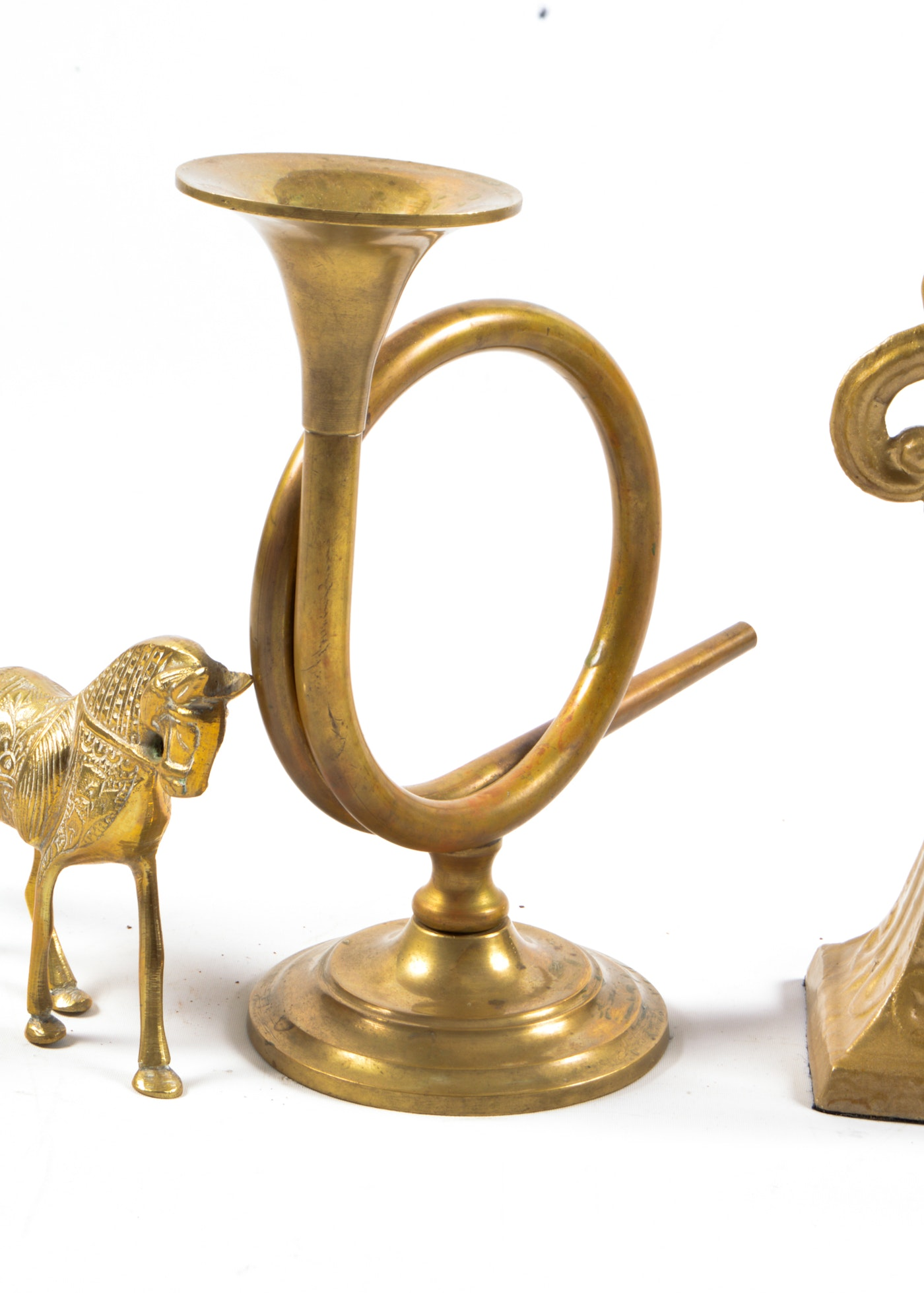 Collection of brass decorative pieces ebth