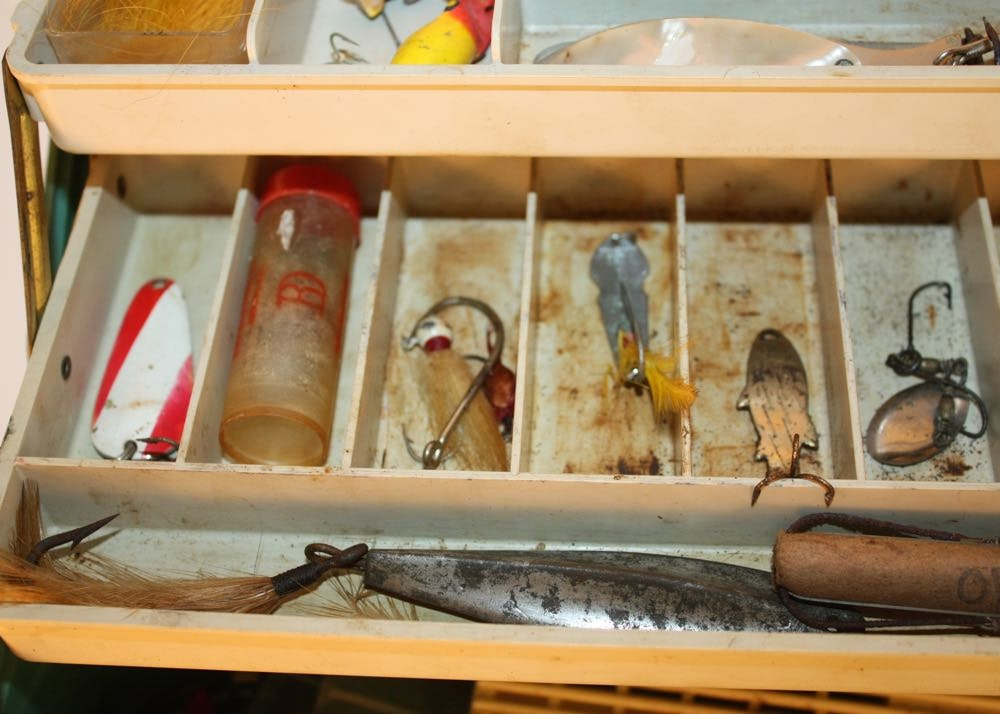 Vintage fishing tackle box lures and more ebth for Vintage fishing tackle