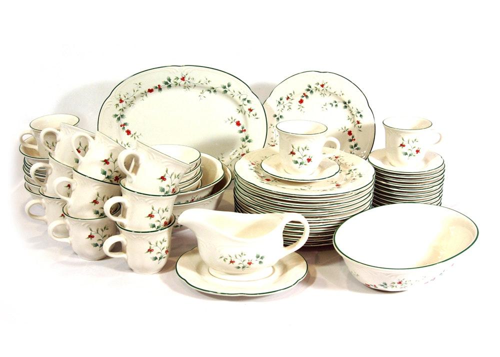 Pfaltzgraff \ Winterberry\  Dinnerware Set ...  sc 1 st  EBTH.com & Pfaltzgraff \