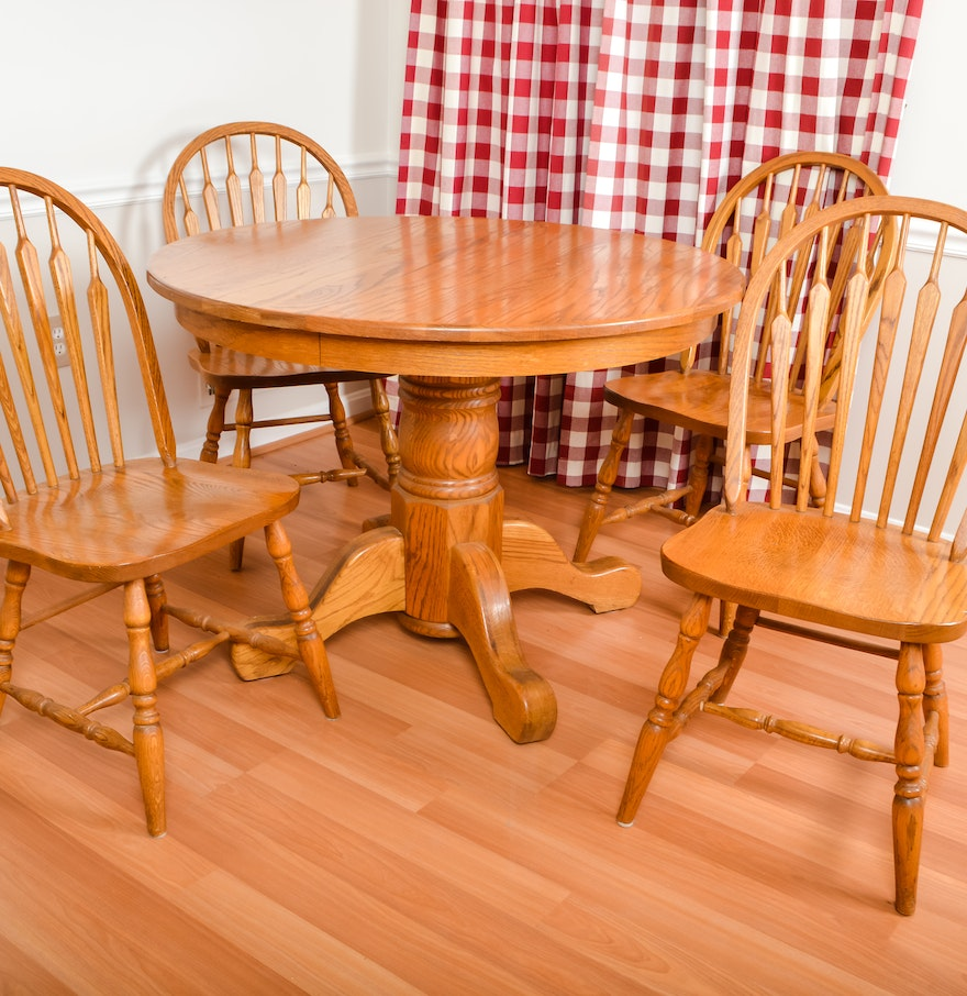oak round kitchen table with matching chairs ebth. Black Bedroom Furniture Sets. Home Design Ideas
