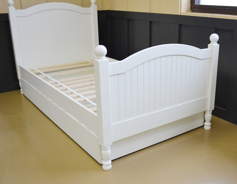 Pottery Barn Kids White Twin Bed With Trundle | EBTH