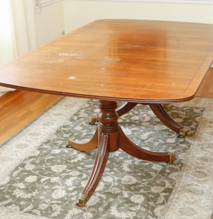 Henredon Duncan Phyfe Style Dining Table. Henredon Duncan Phyfe Style Dining Table   EBTH
