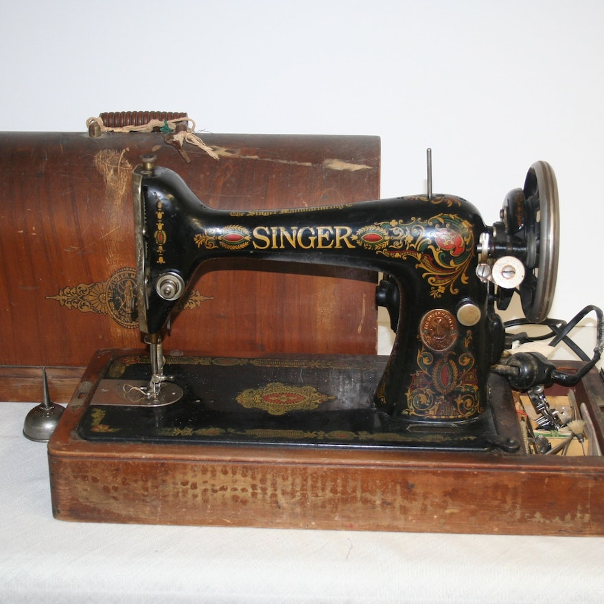 40s Singer Sewing Machine In Bentwood Case EBTH Delectable 1920 Sewing Machine