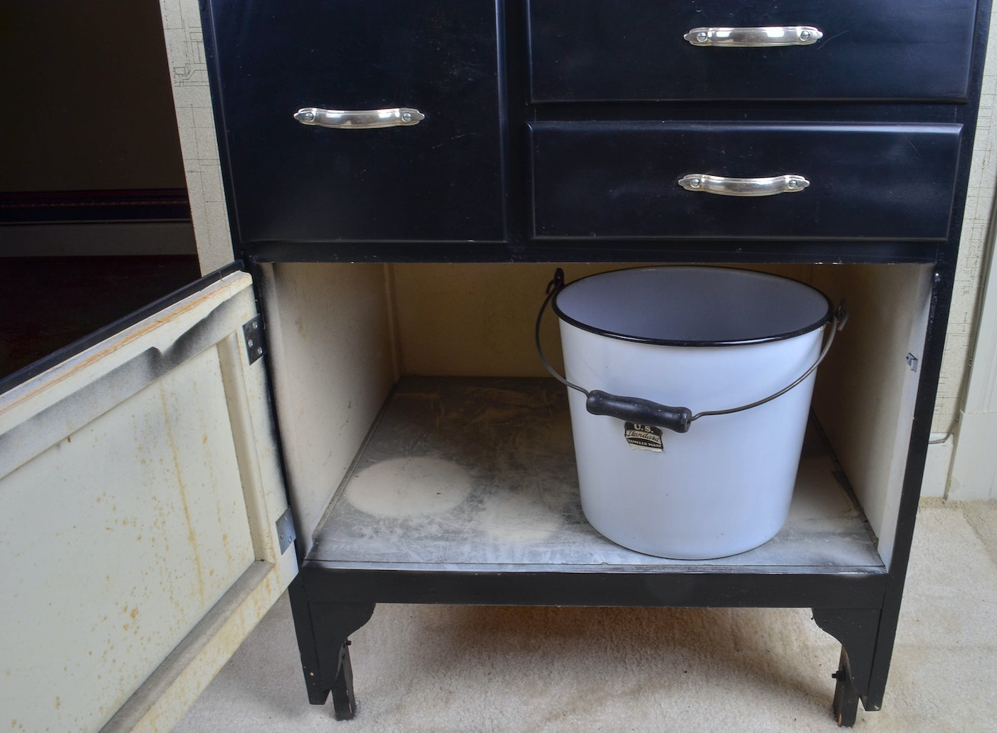 Vintage coppes inc napanee kitchen cabinet with enamel for White enamel kitchen cabinets