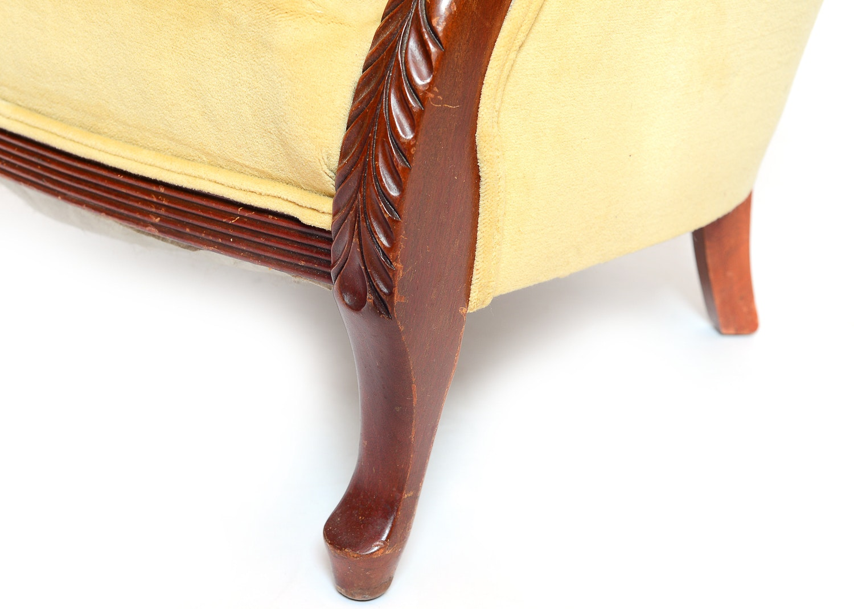 Duncan Phyfe Style Gooseneck Armchair Ebth