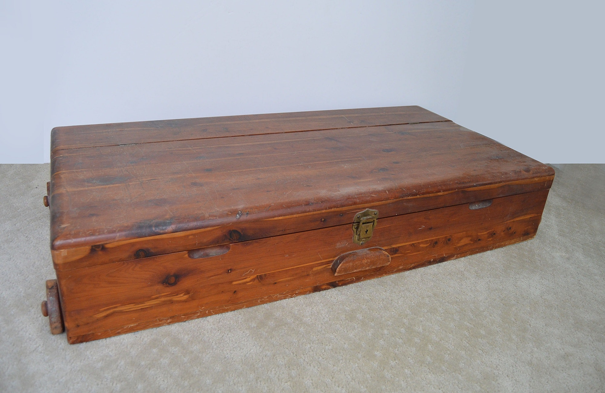 Vintage Under Bed Cedar Chest ... : cedar underbed storage  - Aquiesqueretaro.Com
