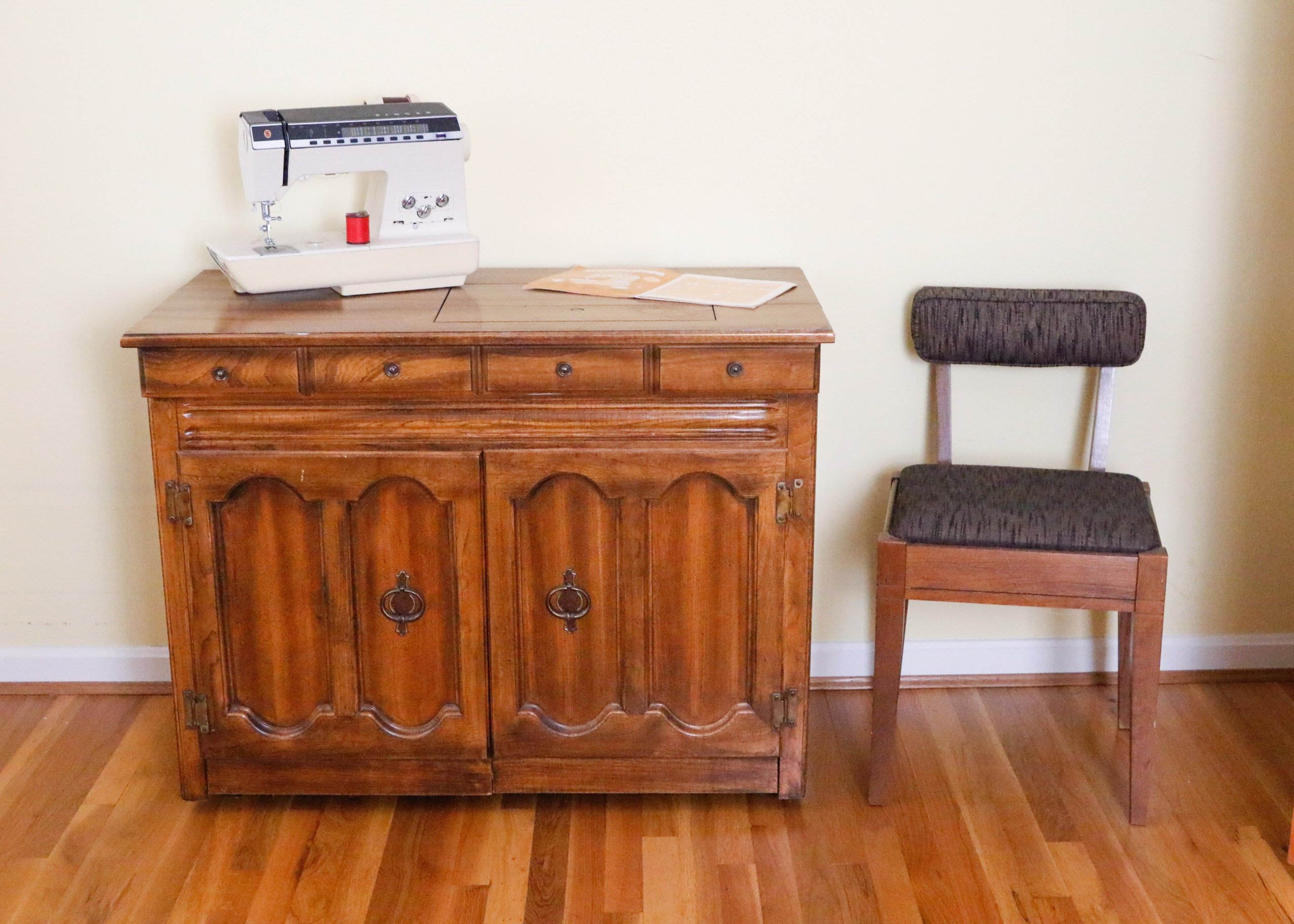 Singer Athena 2000 Sewing Machine With Cabinet And Chair ...