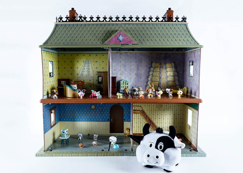Highly Detailed Madeline Dollhouse And Assorted Toys
