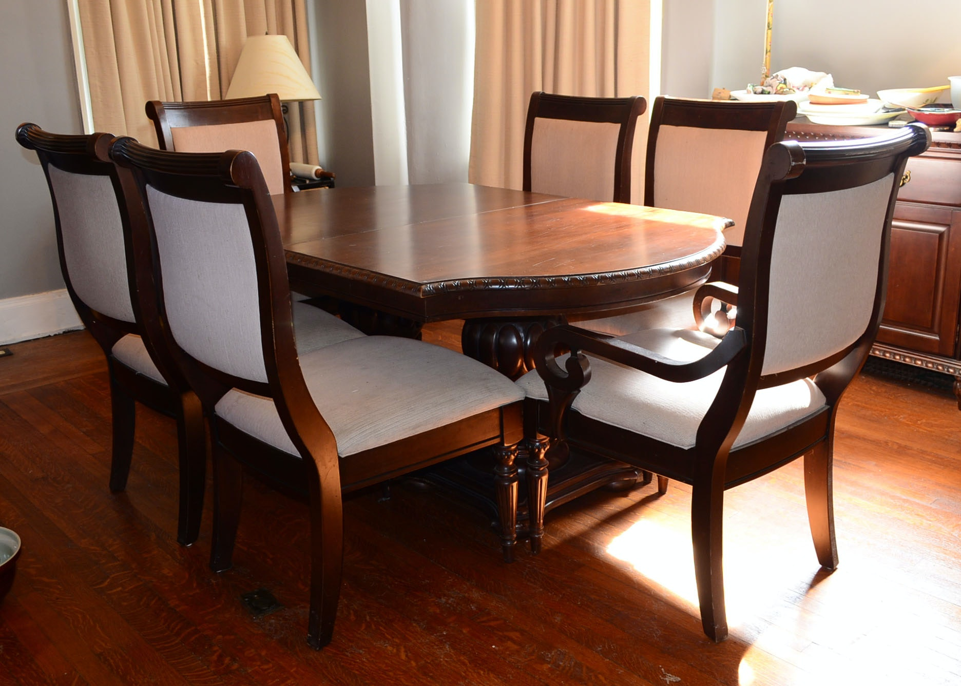 American Traditions Mahogany Dining Table And Chairs
