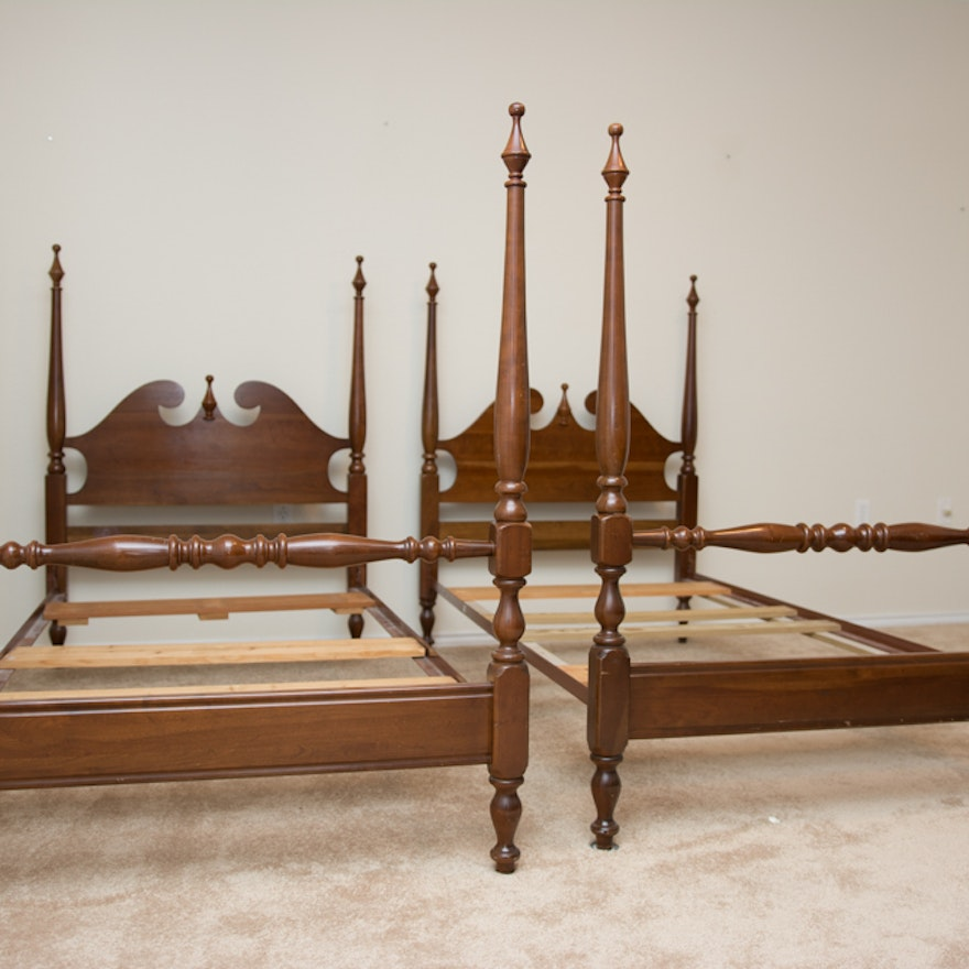 pair of queen anne four poster twin beds by cresent ebth. Black Bedroom Furniture Sets. Home Design Ideas