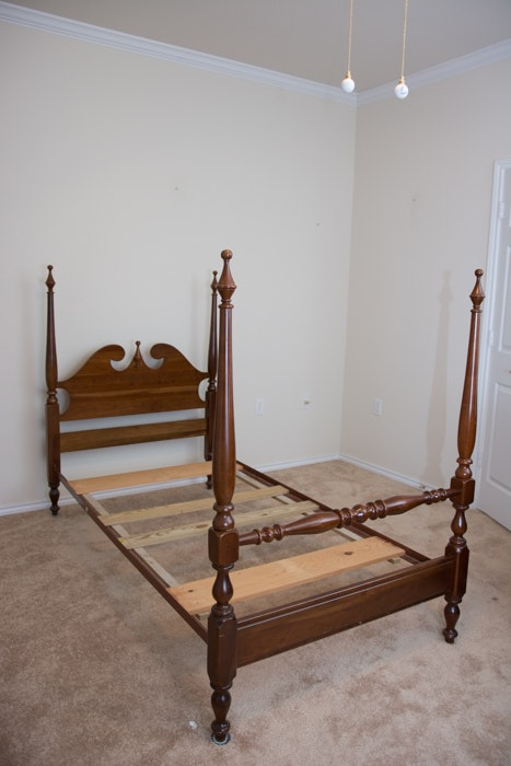 Pair Of Queen Anne Four Poster Twin Beds By Cresent Ebth