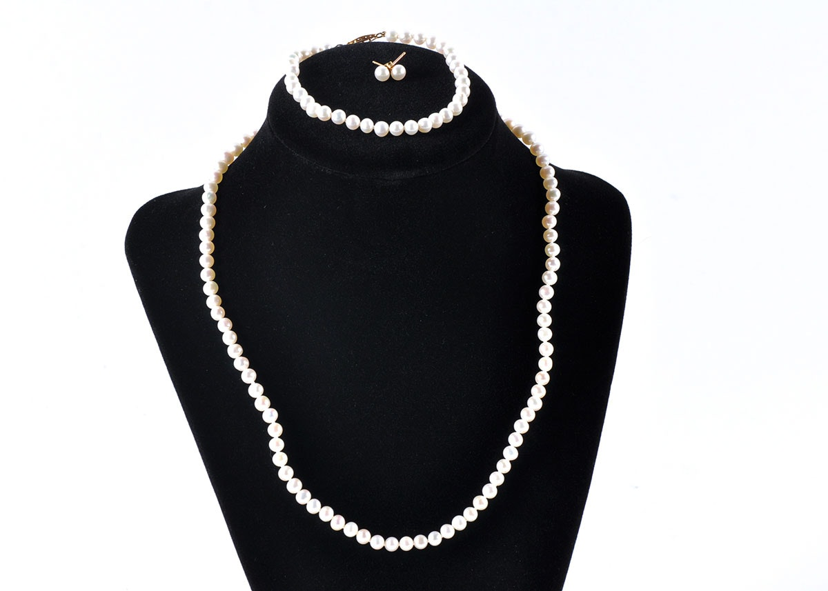 matching pearl necklace bracelet and earrings ebth