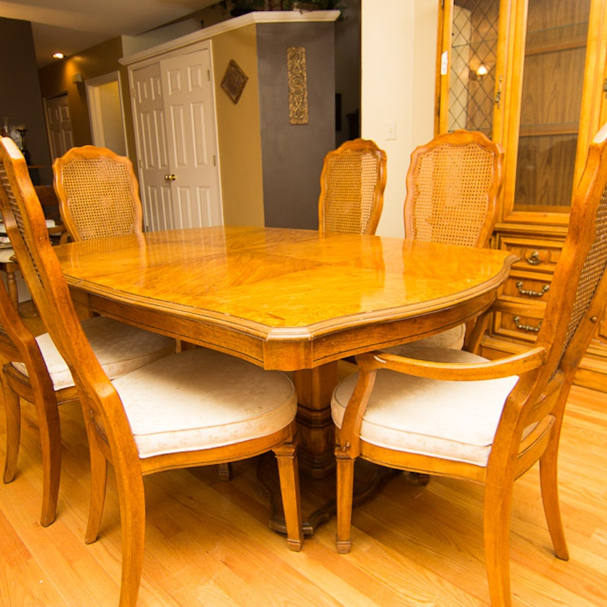 Stanley Furniture Pedestal Dining Table And Chairs