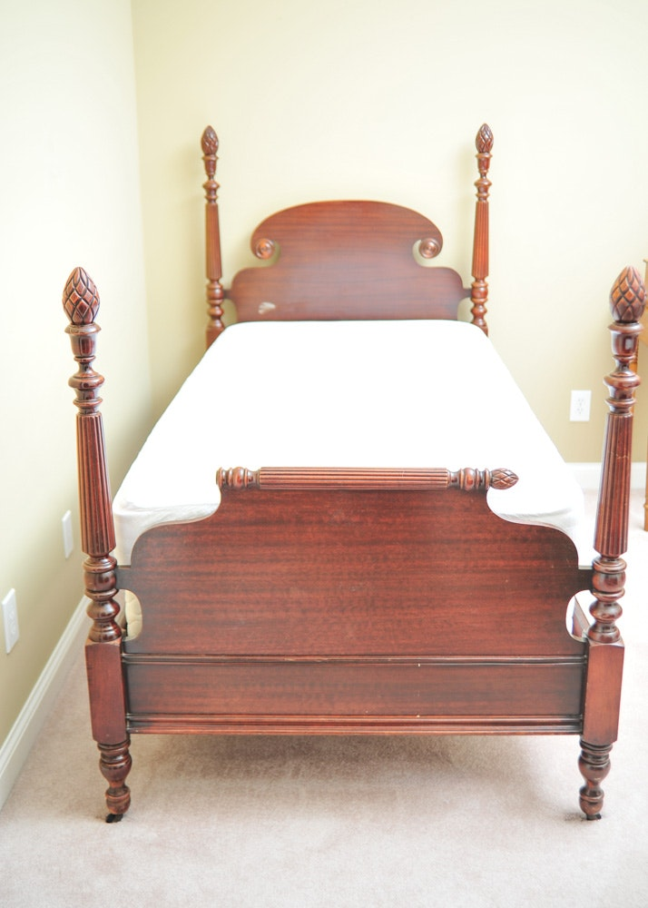 vintage maghoney four poster twin bed ebth. Black Bedroom Furniture Sets. Home Design Ideas