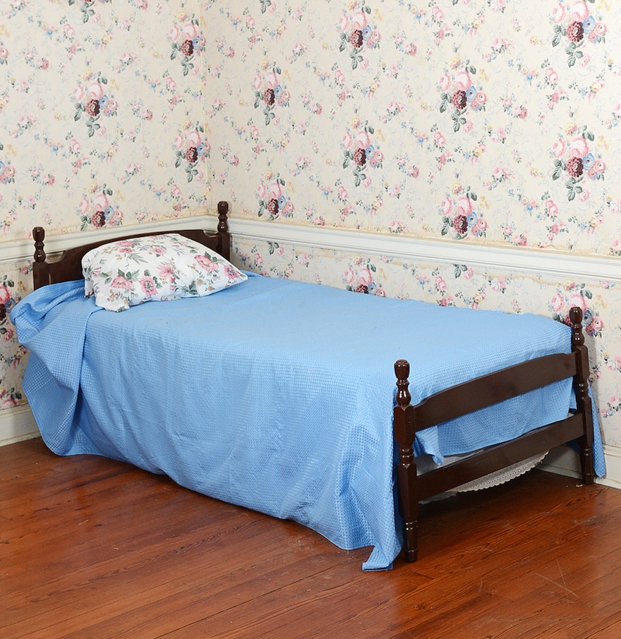 Traditional wooden twin size bed frame ebth for Twin size wood bed frame