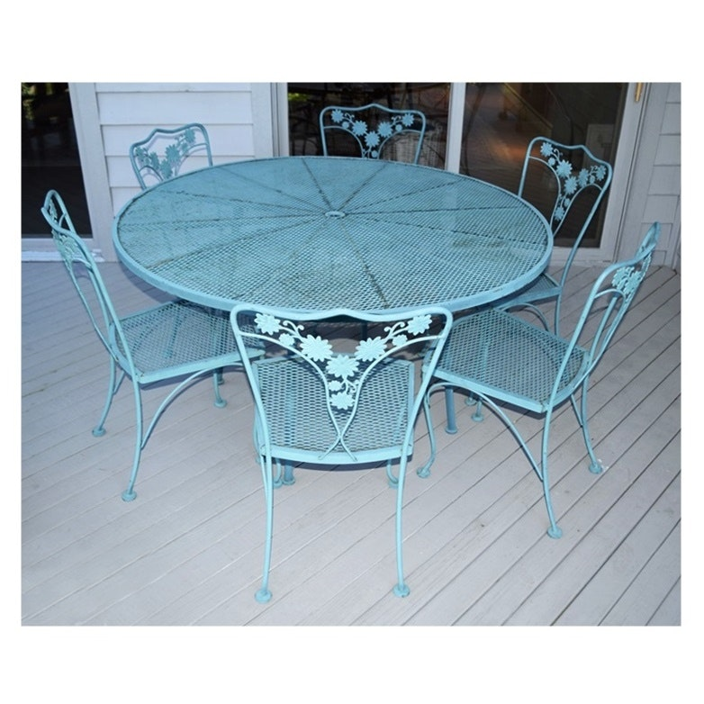 Vintage Mesh Metal Round Patio Table With Six Coordinating
