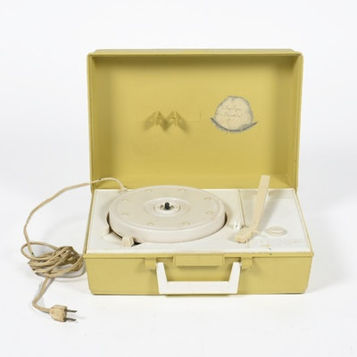 """1970s Vintage RCA Victor Solid State 4-Speed Portable Record Player with """"Tanya Tucker"""" in Ink on """"ACGA"""" Label"""