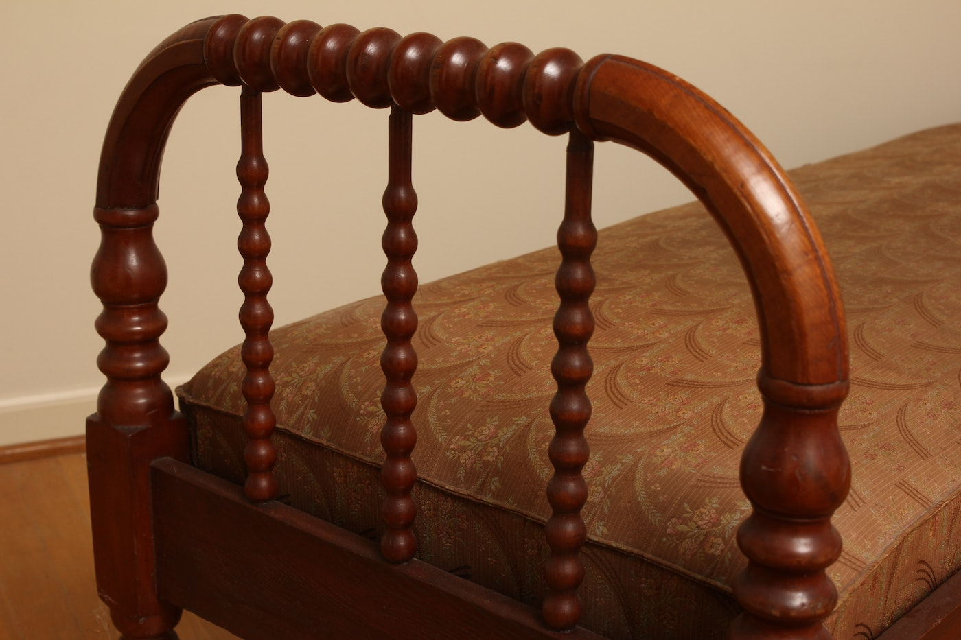 Victorian Auto Sales >> Antique Jenny Lind Walnut Daybed : EBTH